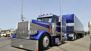 This Pete 379 owned by Jeremy Heiderscheit won Best in Show at this year's Shell Rotella SuperRigs event.