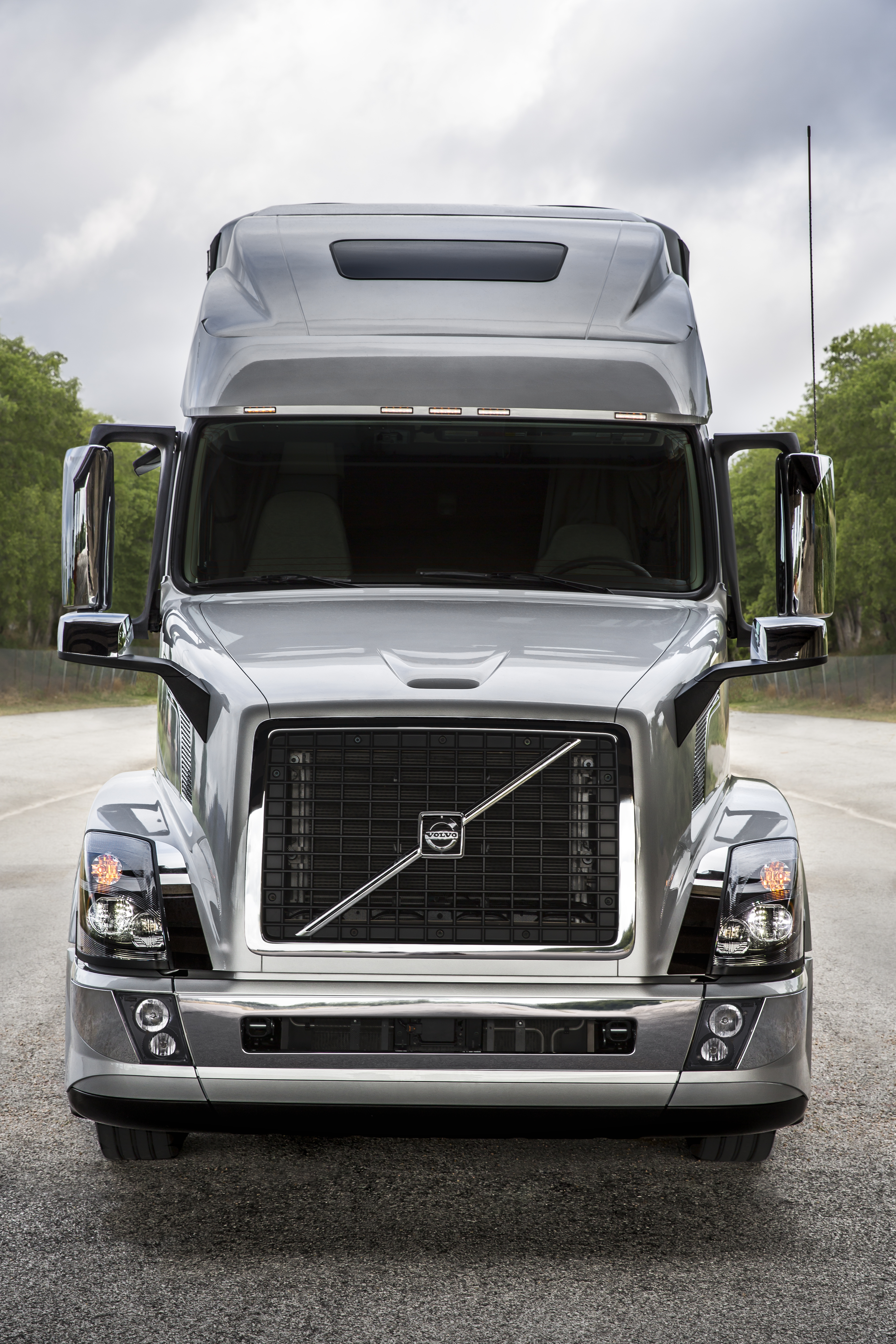 Driving the 2016 model year Volvo VN