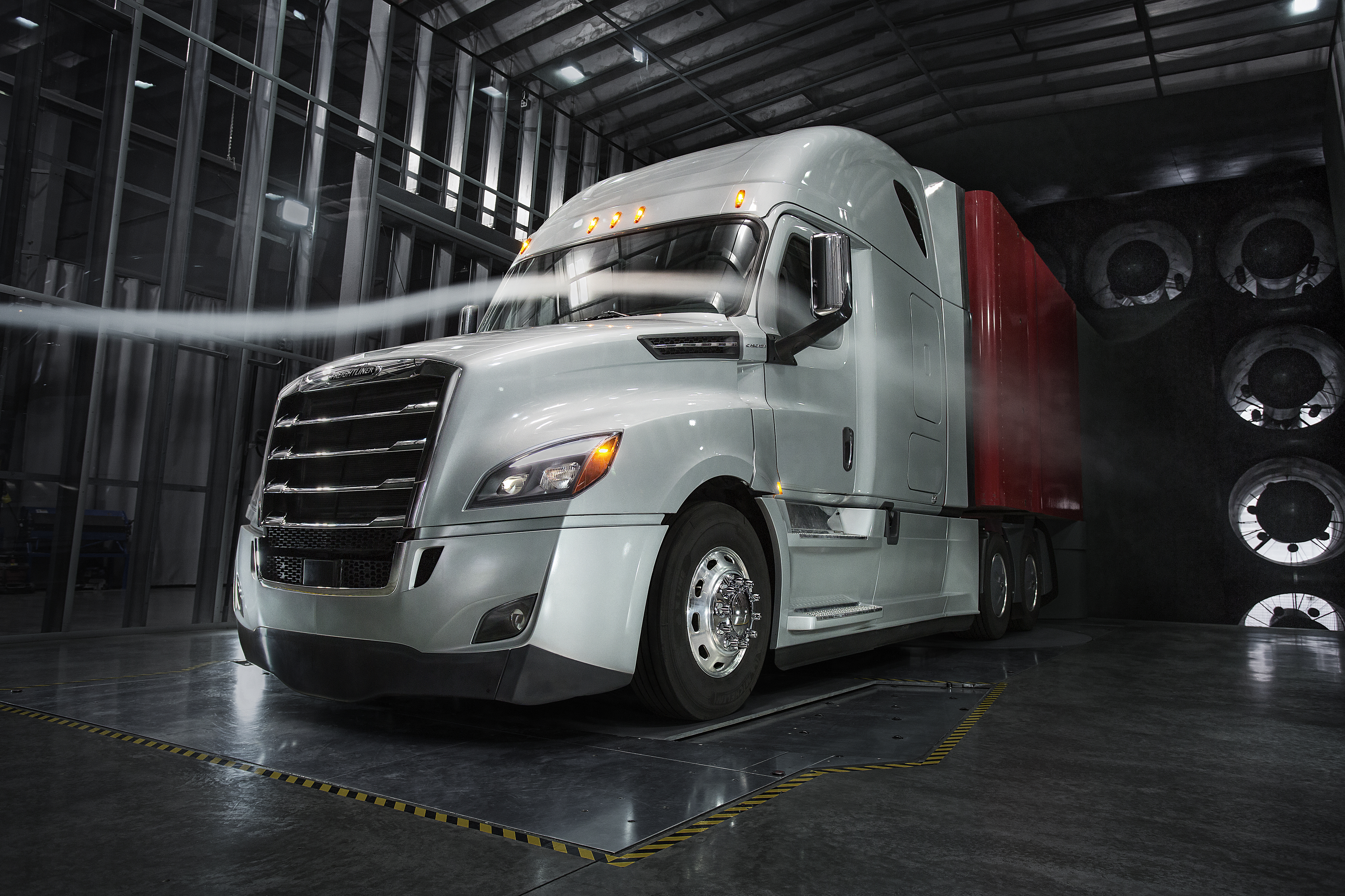 Freightliner takes wraps off new Cascadia - Truck News